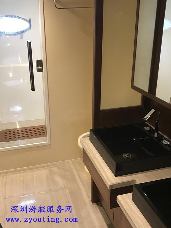 游艇洗浴室